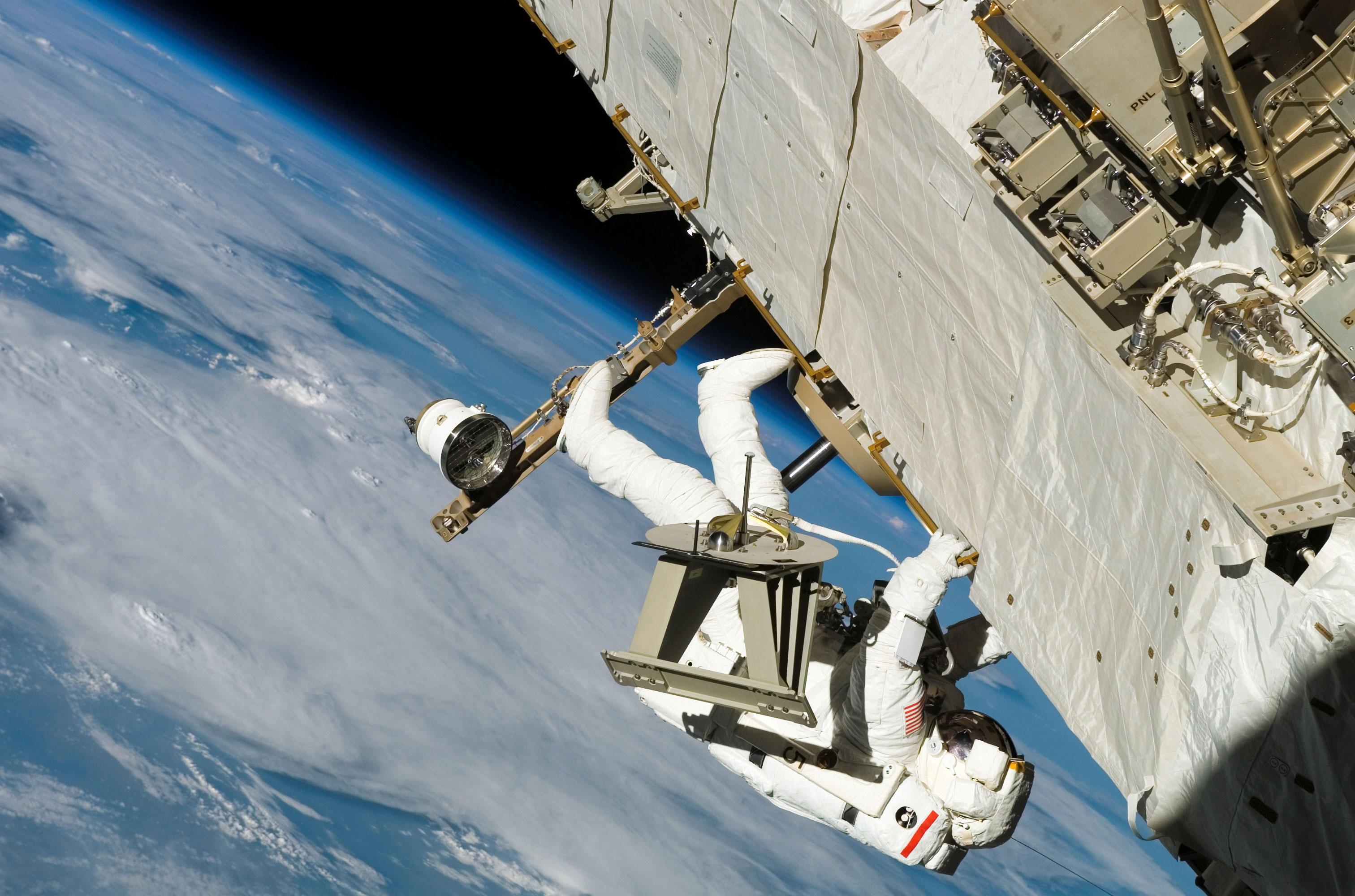 Foto Astronaut im Weltall - Kostenlose Fotos Zum Ausdrucken.
