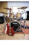 Foto Schlagzeug und Basgitarre