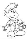 Malvorlage  Junge mit Geschenk